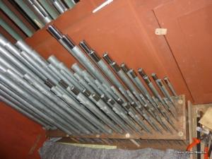 Les manchons fabriqués d'après les gabarits son posés sur les tuyaux. ils peuvent coulisser de manière à faciliter l'accord de la note.               La  hauteur de la note varie en fonction de la longueur du tuyau -plus court, plus aigu ; plus long, plus grave